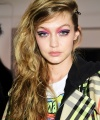 INSTAR_Anna_Sui_Backstage_Preparation_EpJm5YN2RvtwbP9Cr.jpg