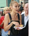 Rex_Gigi_Hadid_out_and_about_New_York_USA_5895618Q.jpg